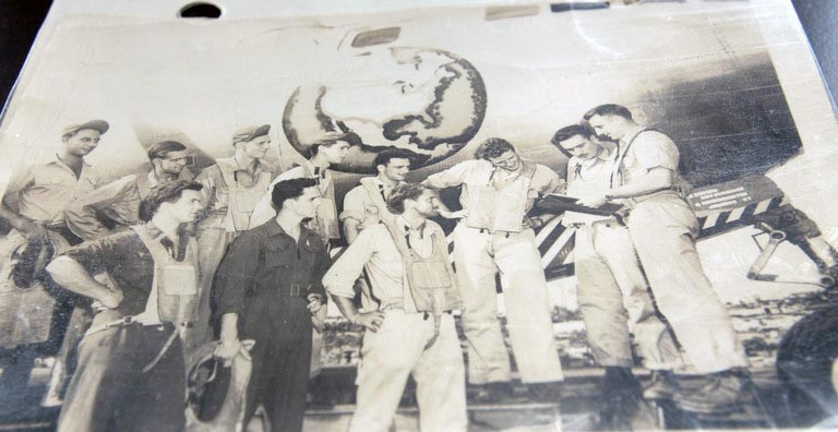 world war 2 plane and flight crew